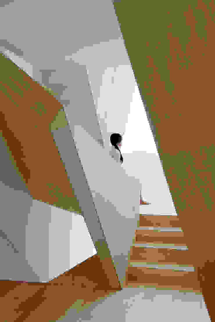 New Kyoto Town House オリジナルスタイルの 玄関&廊下&階段 の ALPHAVILLE Co., Ltd. オリジナル