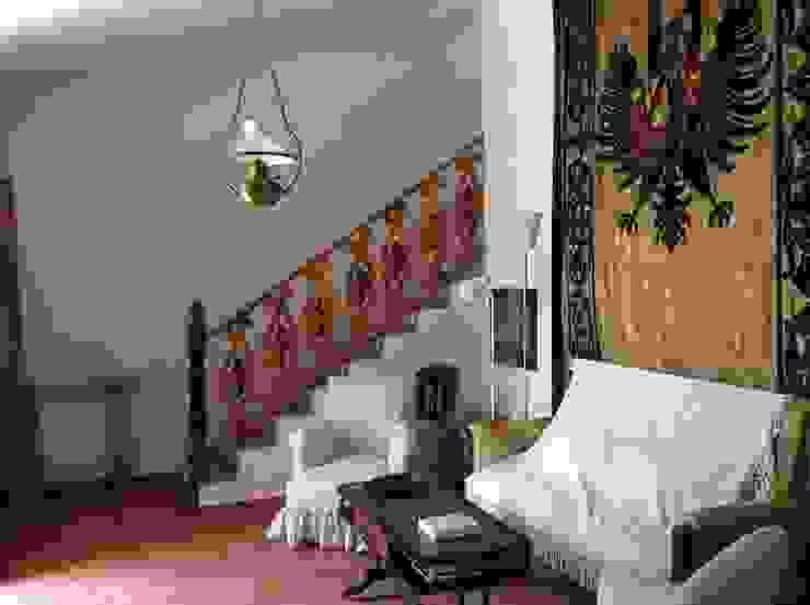 Escalera reciclada con antiguos balaustres. Pasillos, vestíbulos y escaleras de estilo mediterráneo de Anticuable.com Mediterráneo