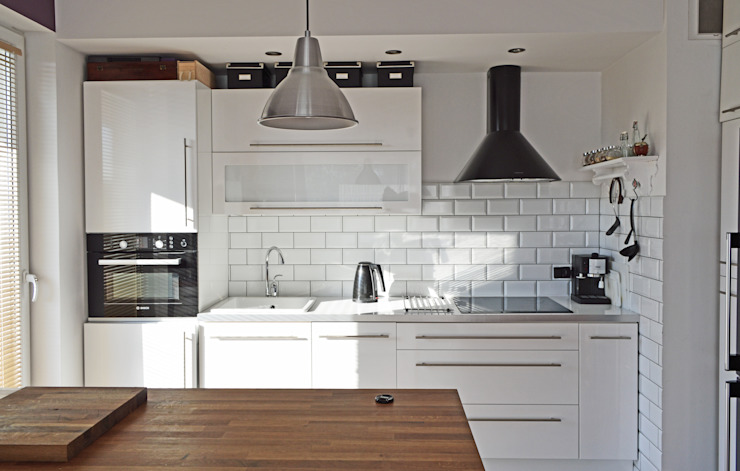Modern style kitchen by Denika Modern