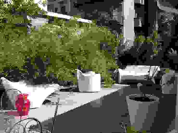 Il terrazzo Balcone, Veranda & Terrazza in stile classico di Arch. Silvana Citterio Classico