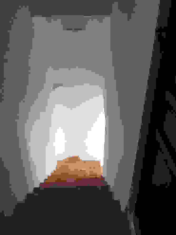 Escalera. Pasillos, vestíbulos y escaleras de estilo mediterráneo de Anticuable.com Mediterráneo