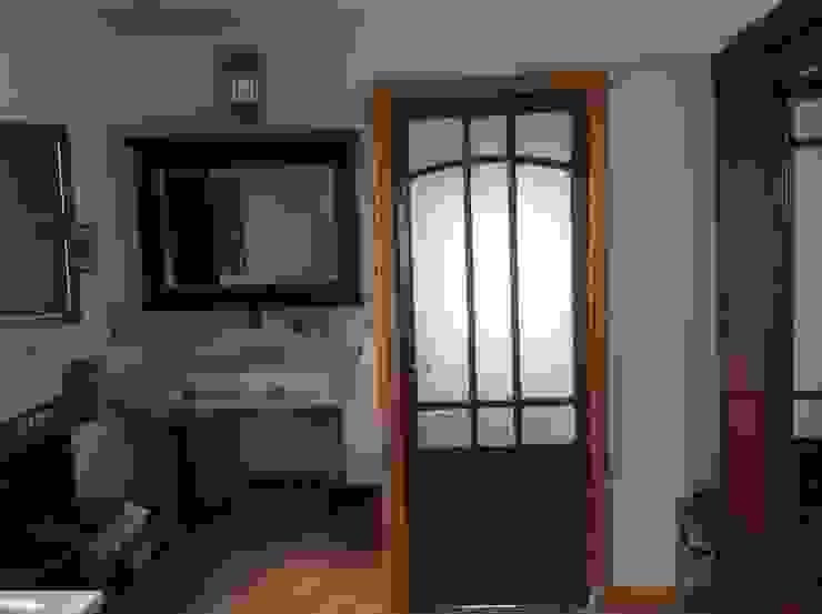 Antigua puerta de cristal Baños de estilo ecléctico de Anticuable.com Ecléctico