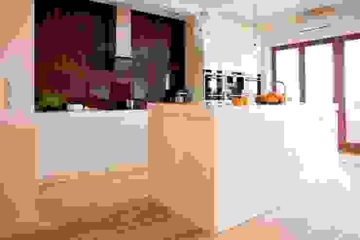 Minimalist kitchen by living box Minimalist
