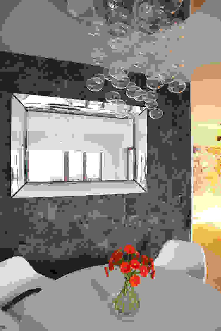 Minimalist dining room by living box Minimalist