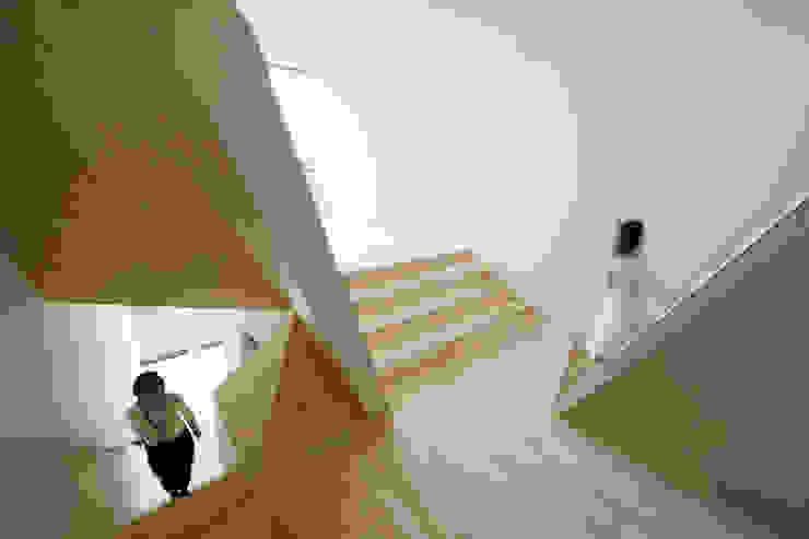 New Kyoto Town House オリジナルな 壁&床 の ALPHAVILLE Co., Ltd. オリジナル