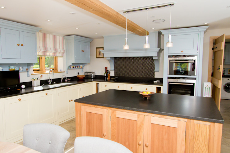 A beautiful country extraction chimney Country style kitchen by Design by Deborah Ltd Country