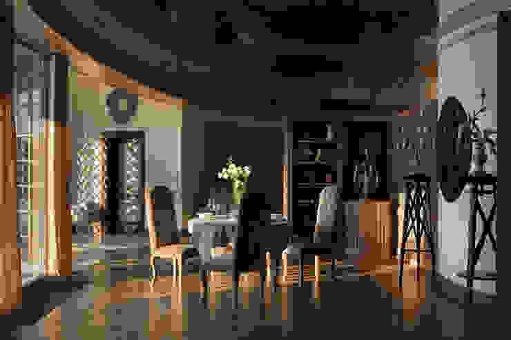 Дом на Днепре Гостиная в классическом стиле от SBM studio Классический