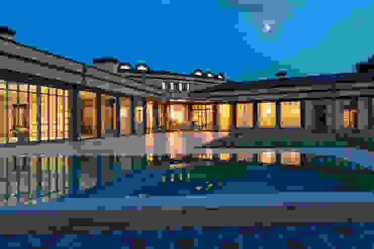 Дом на Днепре Сад в классическом стиле от SBM studio Классический