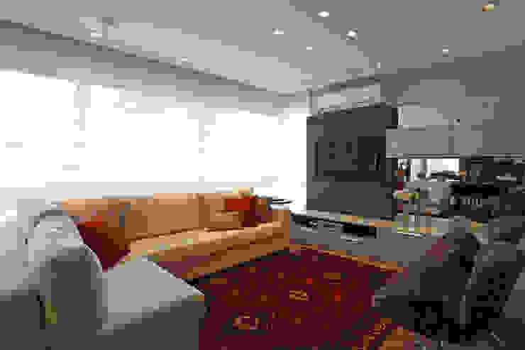 APARTAMENTO AV IGUAÇU Salas de estar modernas por DIARNA GUS ESCRITORIO DE ARQUITETURA Moderno