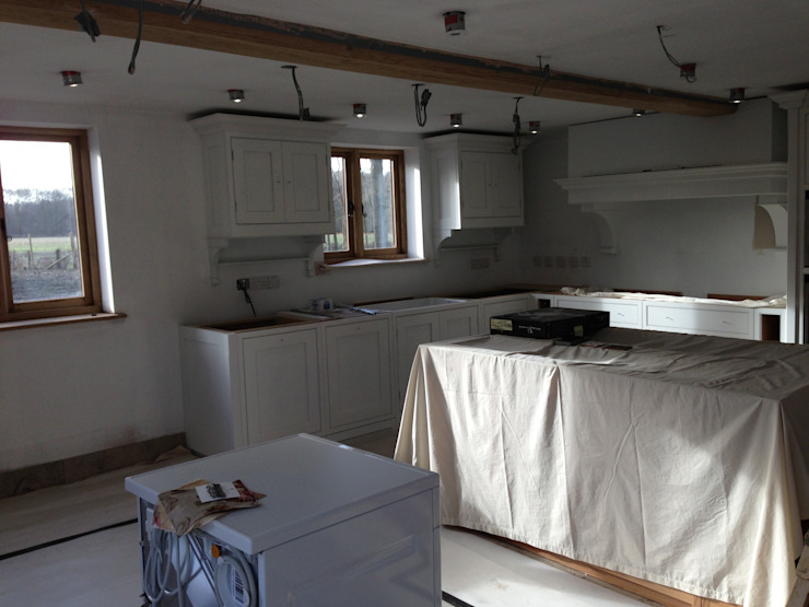 Barn Conversion - Kitchen begins to take shape de Design by Deborah Ltd