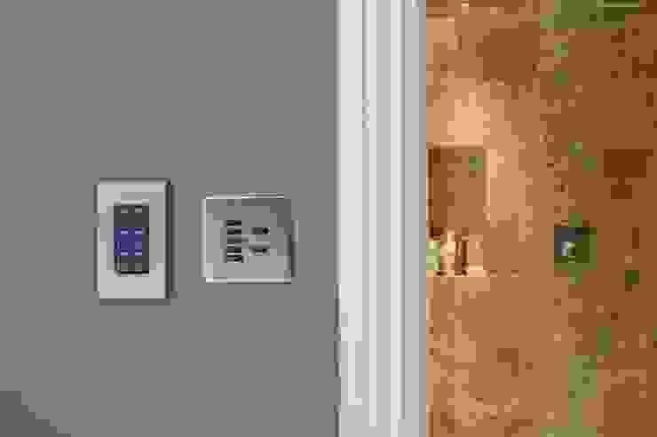 Hata Smart Home Finite Solutions Modern bathroom