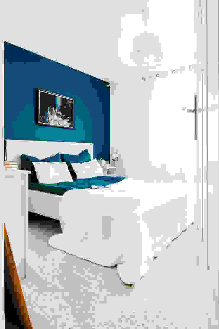 W stylu prowansalskim Śródziemnomorska sypialnia od Decoroom Śródziemnomorski