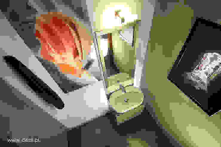 Baños de estilo minimalista de Dessi Minimalista