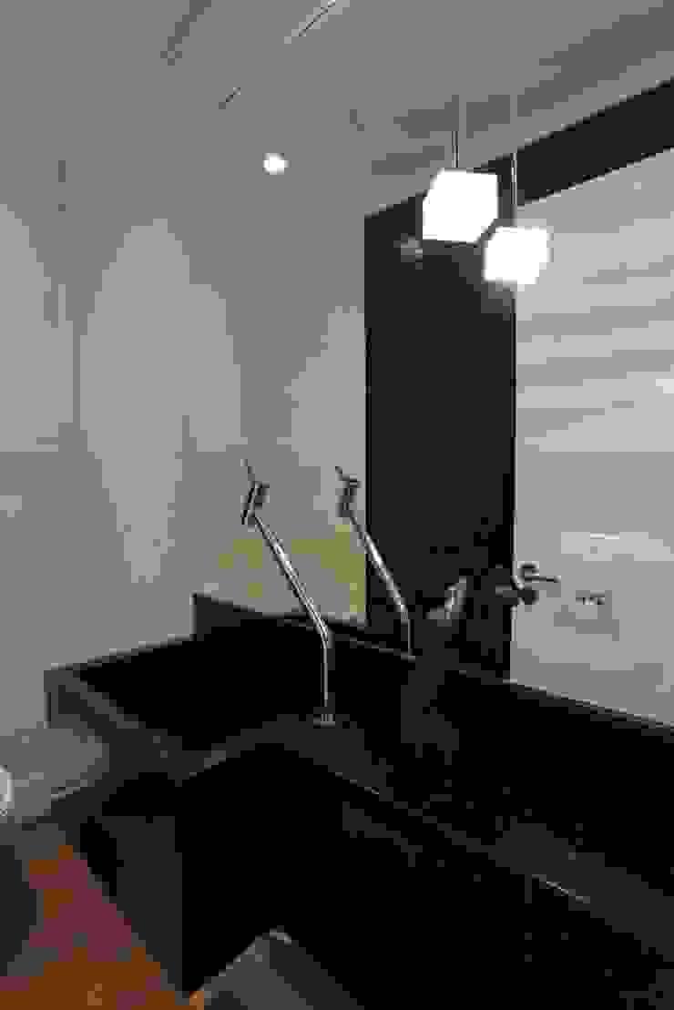 APARTAMENTO AV IGUAÇU Banheiros modernos por DIARNA GUS ESCRITORIO DE ARQUITETURA Moderno