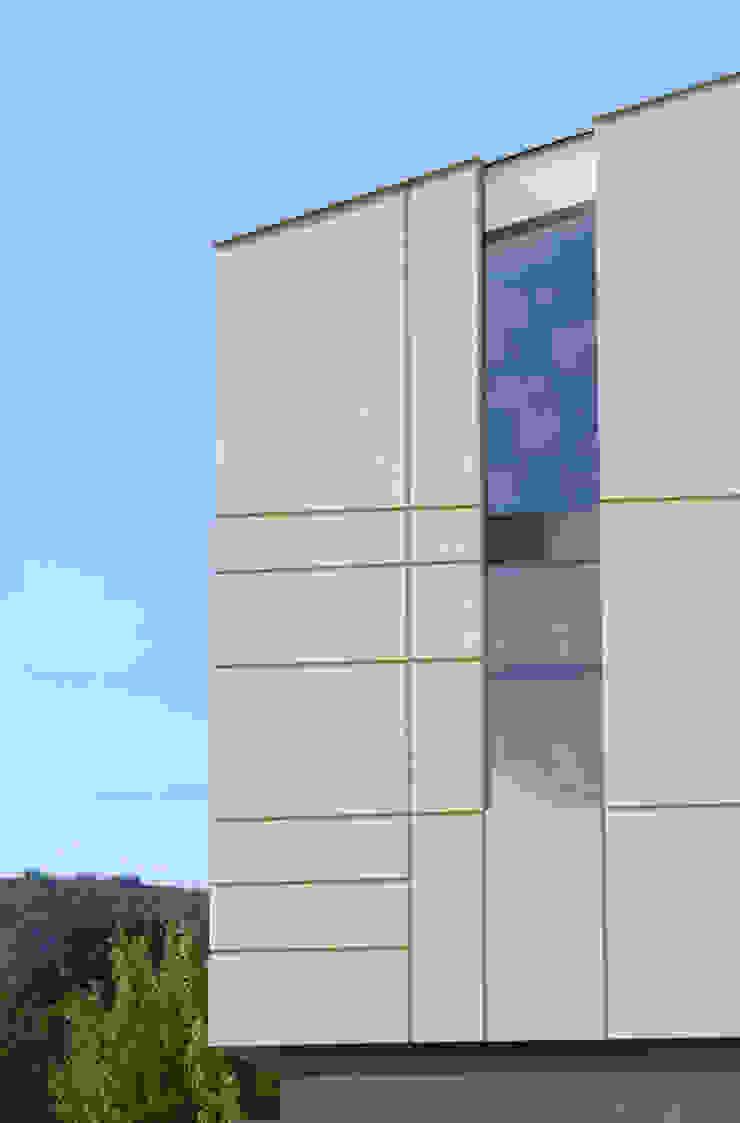 HDBV – housedouble quattro castella Case moderne di NAT OFFICE - christian gasparini architect Moderno