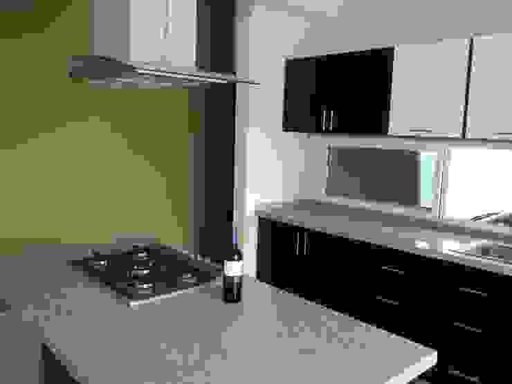 Casa Bernabé Cocinas minimalistas de Constructora e Inmobiliaria Catarsis Minimalista