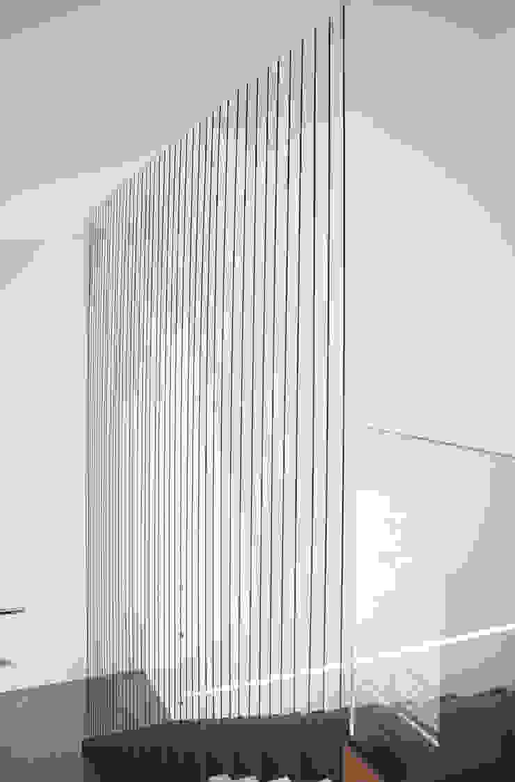 HDBV – housedouble quattro castella Ingresso, Corridoio & Scale in stile moderno di NAT OFFICE - christian gasparini architect Moderno