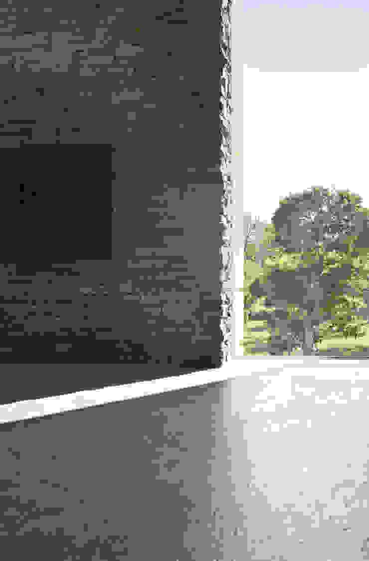 HDBV – housedouble quattro castella Pareti & Pavimenti in stile moderno di NAT OFFICE - christian gasparini architect Moderno