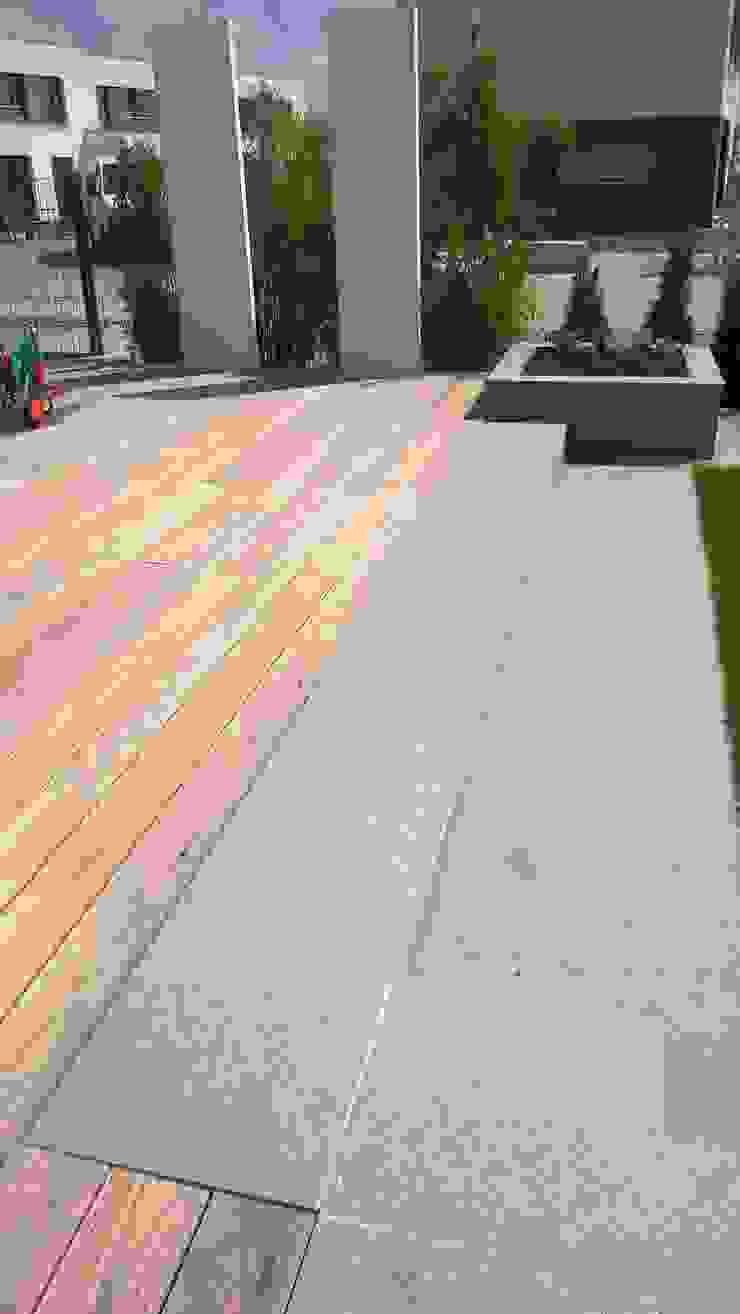 Balkon, Beranda & Teras Minimalis Oleh Neues Gartendesign by Wentzel Minimalis