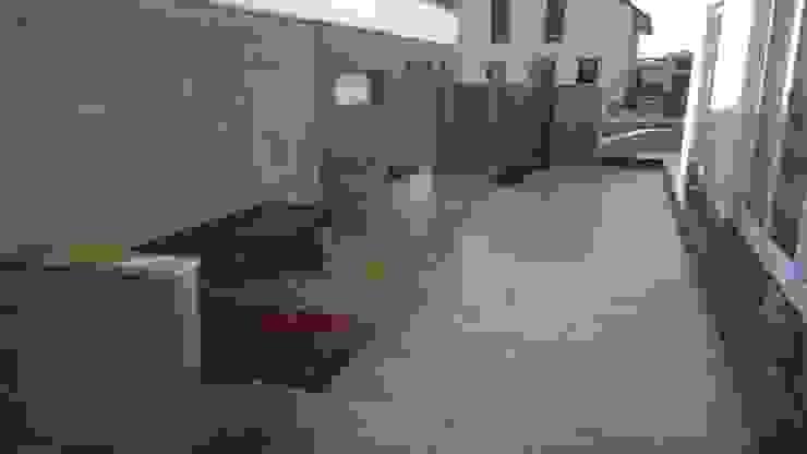 Balkon, Beranda & Teras Modern Oleh Neues Gartendesign by Wentzel Modern