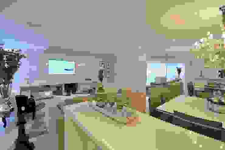Living Room – Branco Total Salas de estar modernas por WB ARQUITETURA - Lisiane Wendel e Simone Bertuzzo Moderno