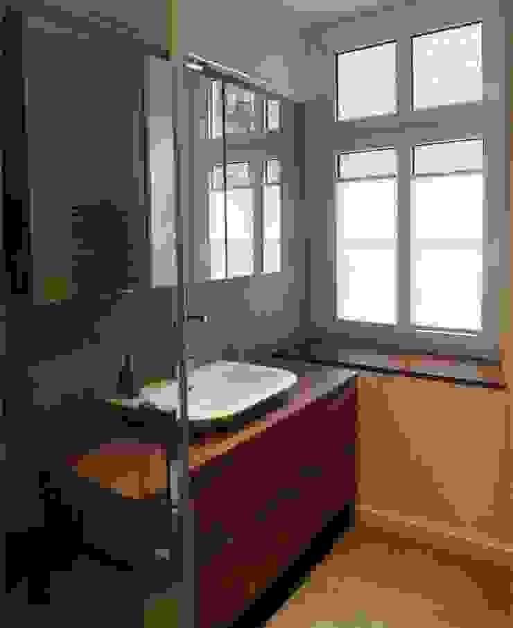 3 Minimalistyczna łazienka od NaNovo Minimalistyczny