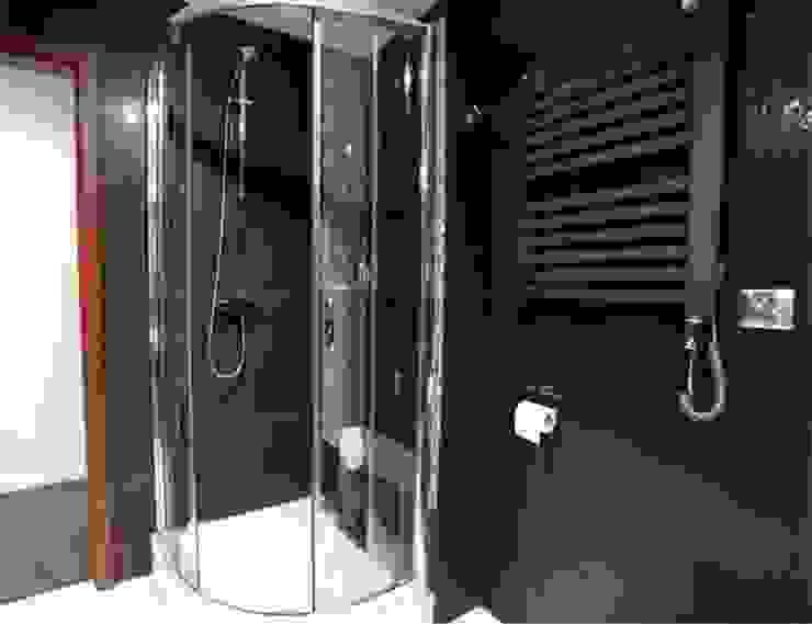 mała czarna Minimalistyczna łazienka od NaNovo Minimalistyczny