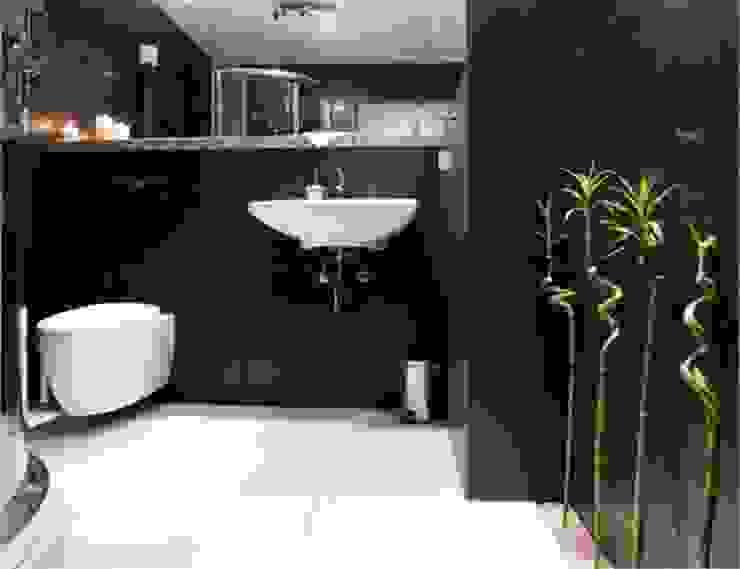mała czarna: styl , w kategorii Łazienka zaprojektowany przez NaNovo ,Minimalistyczny