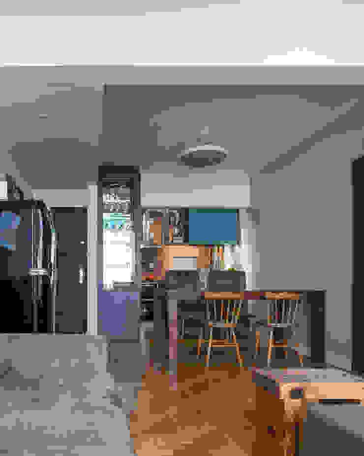MCC | Projeto de Interiores Salas de jantar modernas por Kali Arquitetura Moderno