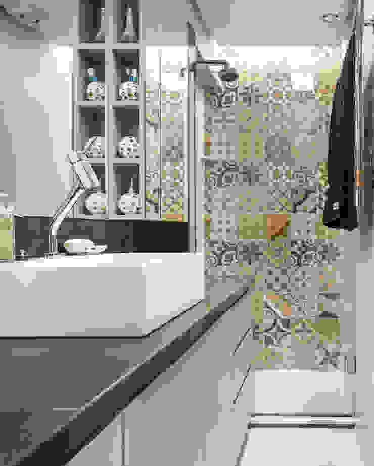 MCC | Projeto de Interiores Banheiros modernos por Kali Arquitetura Moderno