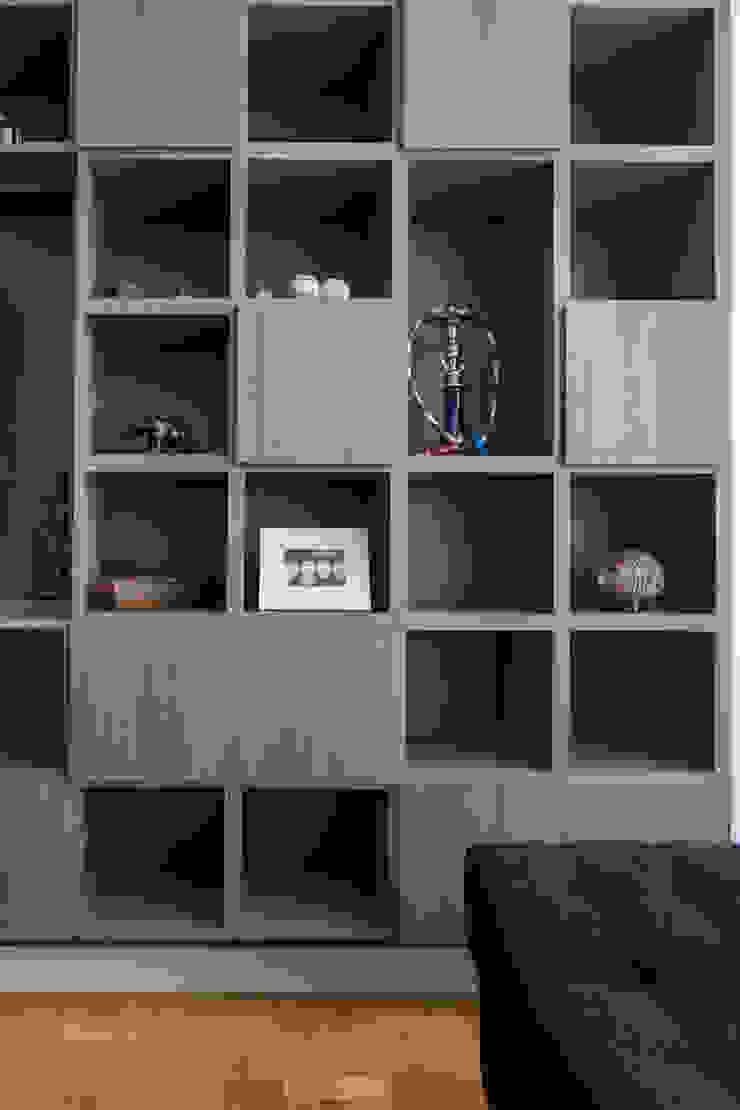 MCC | Projeto de Interiores Salas de estar modernas por Kali Arquitetura Moderno