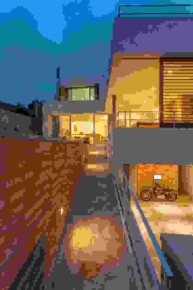 Residência Parque dos Príncipes Garagens e edículas modernas por Nautilo Arquitetura & Gerenciamento Moderno