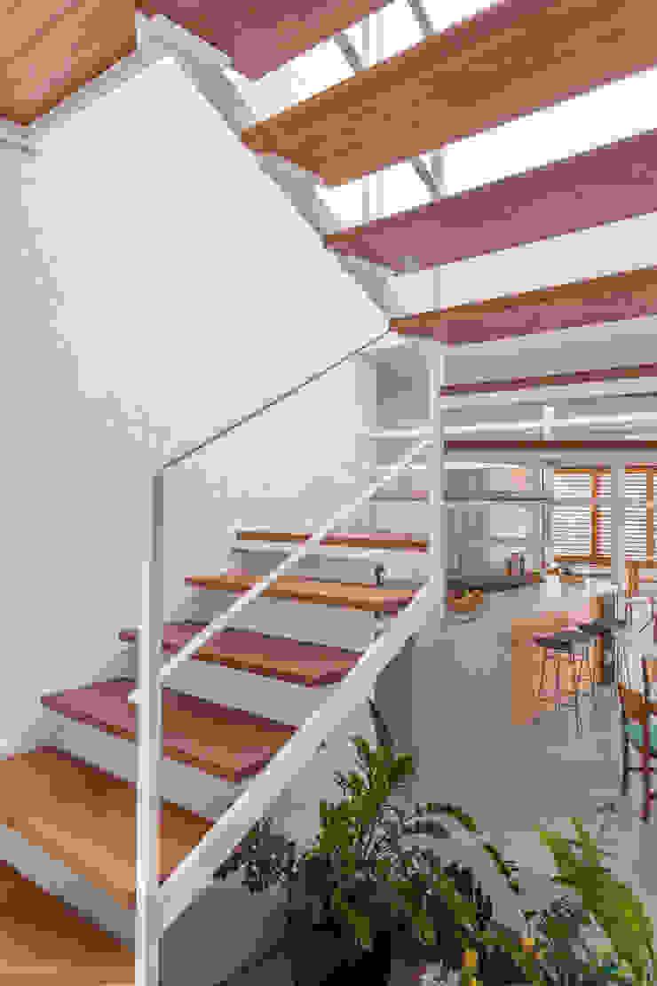 Residência Parque dos Príncipes Corredores, halls e escadas modernos por Nautilo Arquitetura & Gerenciamento Moderno