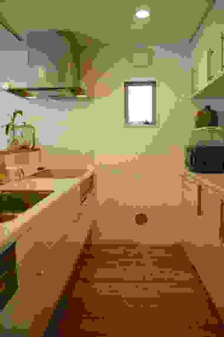 借景を取り込んだ家 モダンな キッチン の 三浦尚人建築設計工房 モダン