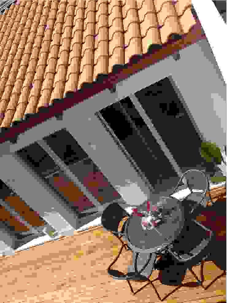 Deck di teak naturale Aroma Italiano Eco Design Balcone, Veranda & Terrazza in stile mediterraneo