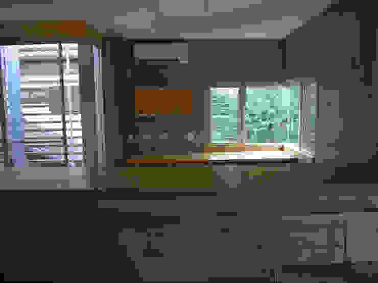 ギャラリーのある二世帯住宅 モダンな キッチン の 三浦尚人建築設計工房 モダン