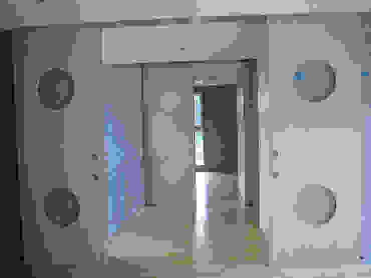 ギャラリーのある二世帯住宅 モダンな 窓&ドア の 三浦尚人建築設計工房 モダン