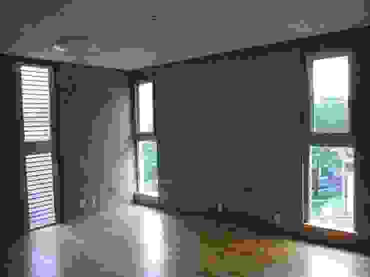 ギャラリーのある二世帯住宅 モダンデザインの 子供部屋 の 三浦尚人建築設計工房 モダン