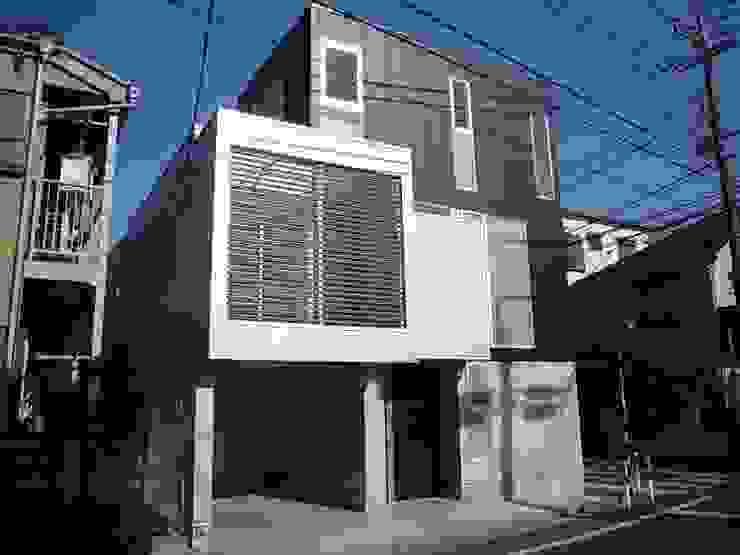 狭小地に建つ木造三階建て住宅 モダンな 家 の 三浦尚人建築設計工房 モダン