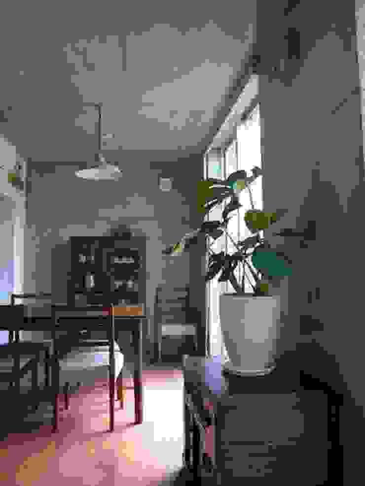 中庭と坪庭のあるガレージハウス モダンデザインの ダイニング の 三浦尚人建築設計工房 モダン