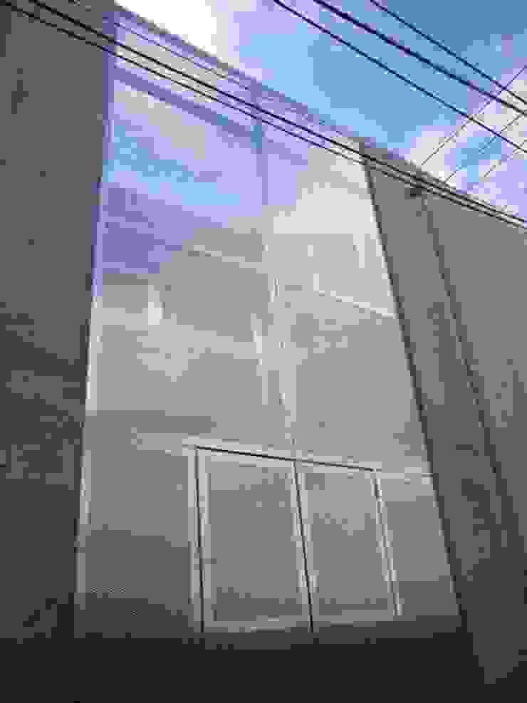 中庭と坪庭のあるガレージハウス モダンな 家 の 三浦尚人建築設計工房 モダン