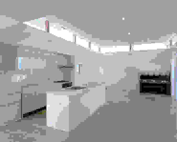 リビング・ダイニング・キッチン の 三浦尚人建築設計工房 モダン 木材・プラスチック複合ボード