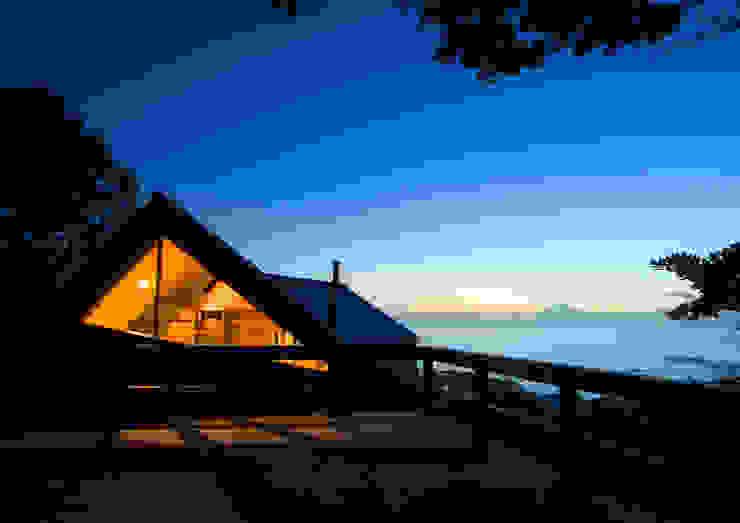 葉山の別荘 モダンな 家 の 井上洋介建築研究所 モダン