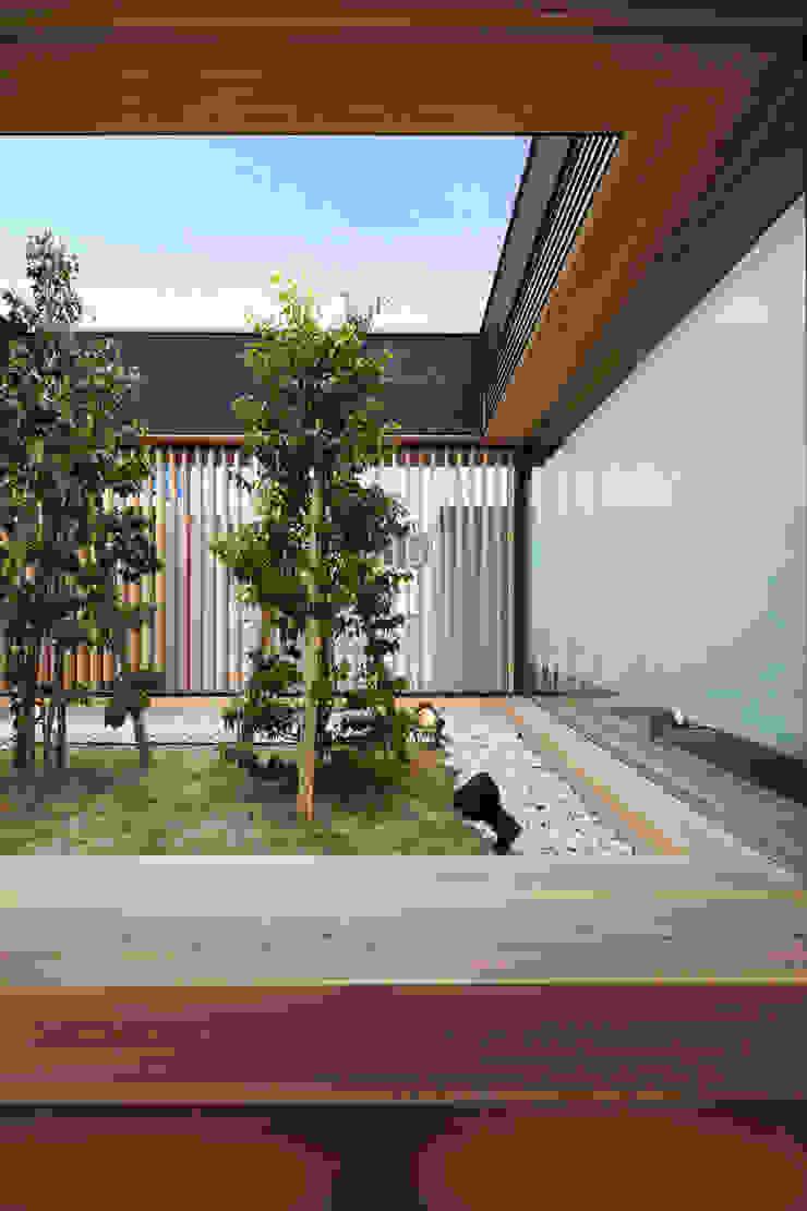 中庭 アジア風商業空間 の bUd アトリエ一級建築士事務所 和風