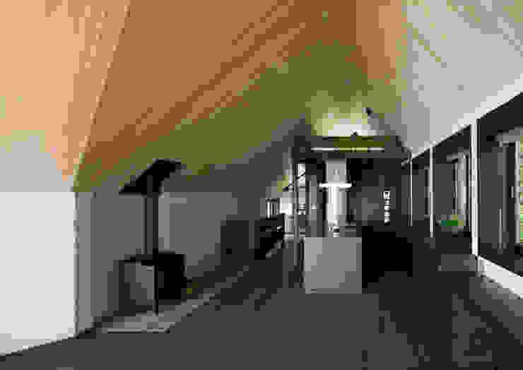 葉山の別荘 モダンデザインの ダイニング の 井上洋介建築研究所 モダン