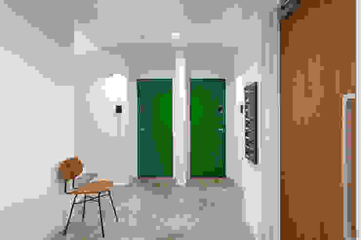 Ingresso & Corridoio in stile  di 大類真光建築設計事務所, Moderno
