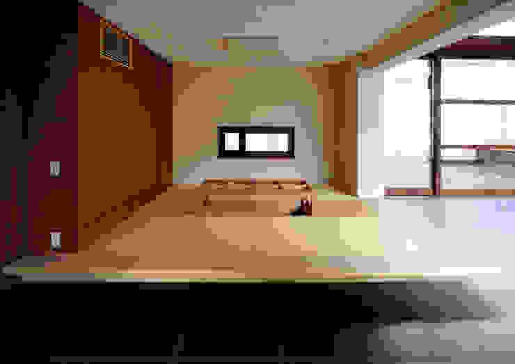 用賀の住宅 和風デザインの 多目的室 の 井上洋介建築研究所 和風