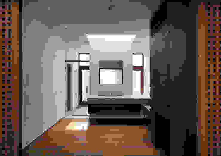 井上洋介建築研究所의  욕실, 모던