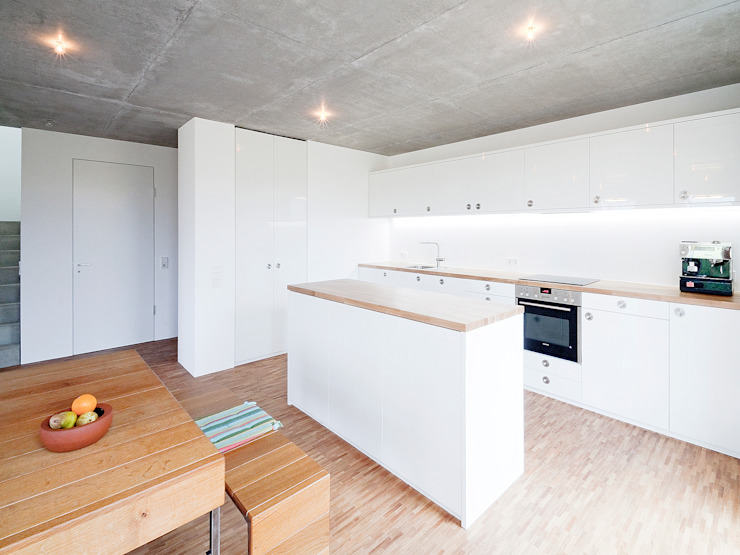 Kitchen by f m b architekten - Norman Binder & Andreas-Thomas Mayer, Minimalist