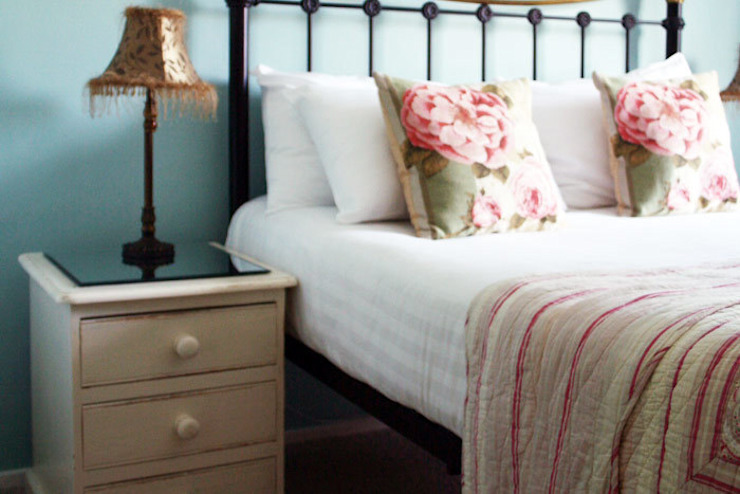 Bedside: country  by Alpine Furniture, Country